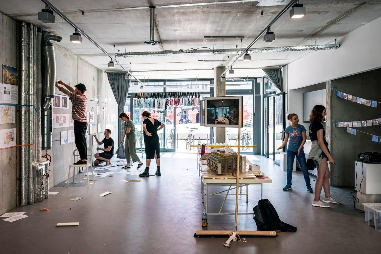 Metropolenhaus feldfünf Aufbau Ausstellung